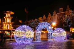 The entrance to the Christmas Market and the whirligig.