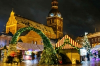 The Christmas Market in Dom Square at night.