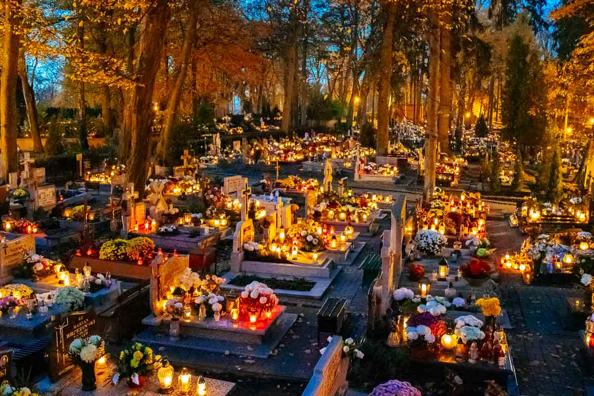 slupsk-cemetery-wide-shot-all-saints-day