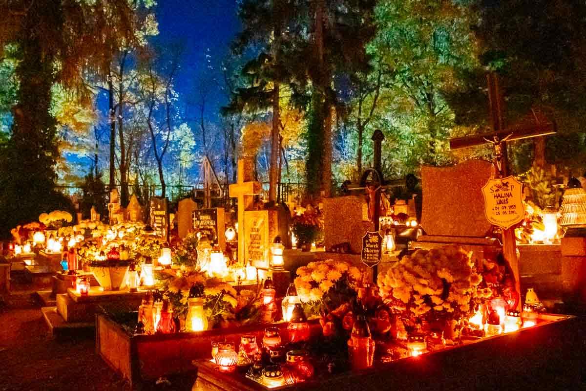slupsk-cemetery-mid-shot-all-saints-day