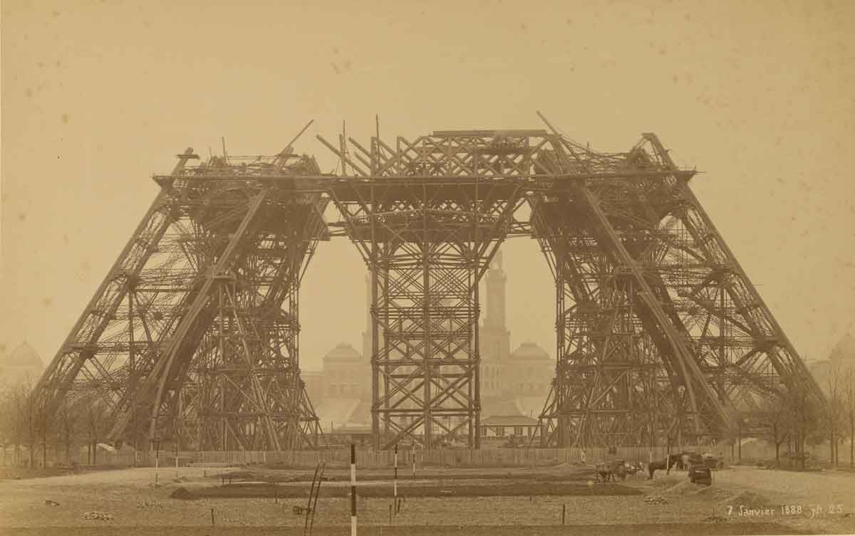 eiffel-tower-under-construction