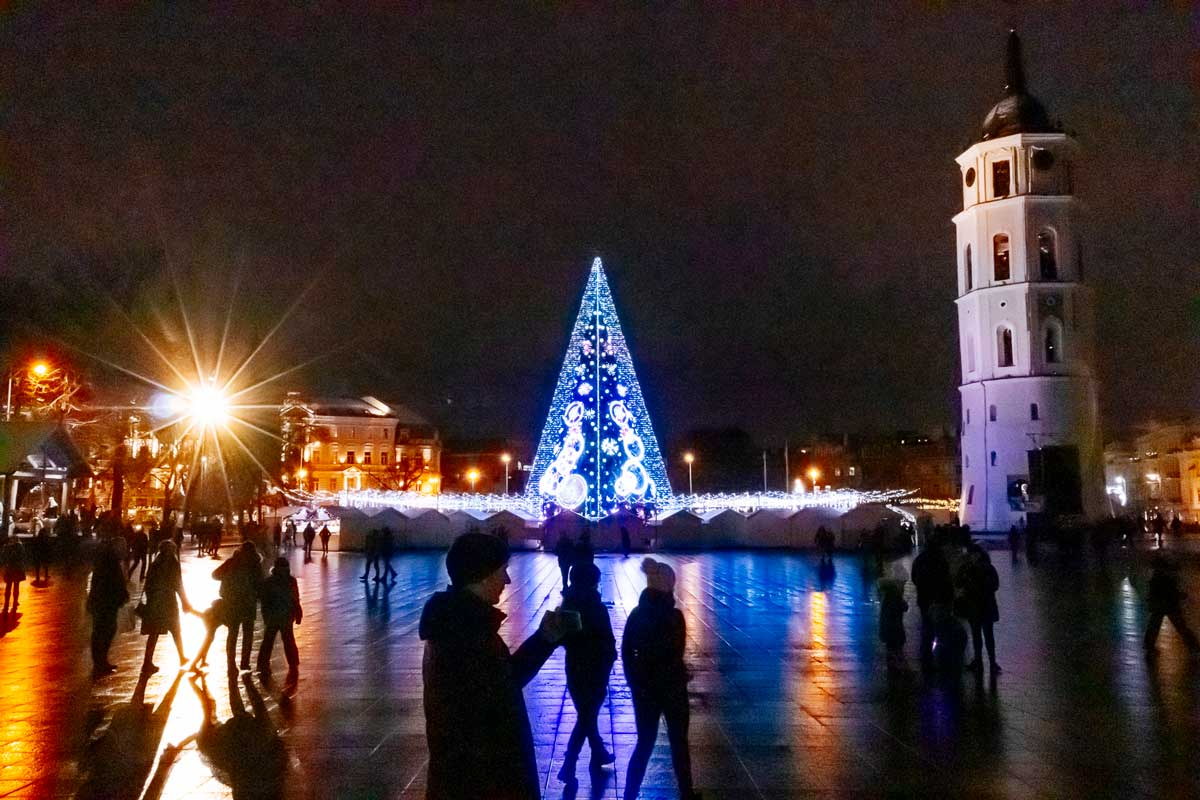 10-christmas-tree-and-bell-tower-cathedral-square-6028
