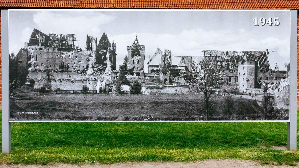 1945-poster-malbork