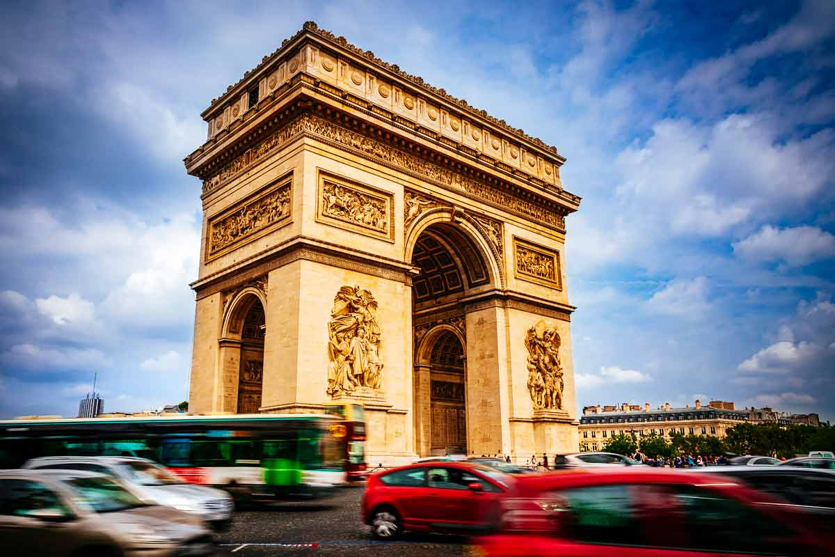 -traffic-arc-de-triomphe-paris