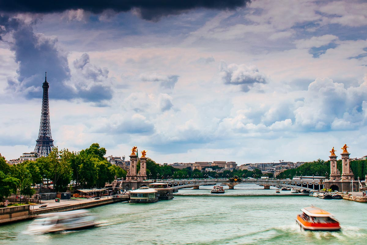 boats-seine-eiffel-tower-paris