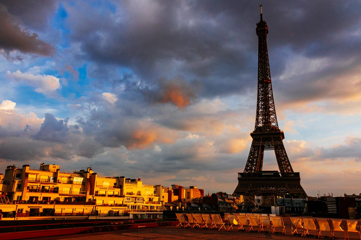 eiffel-tower-view-les-ombres-paris