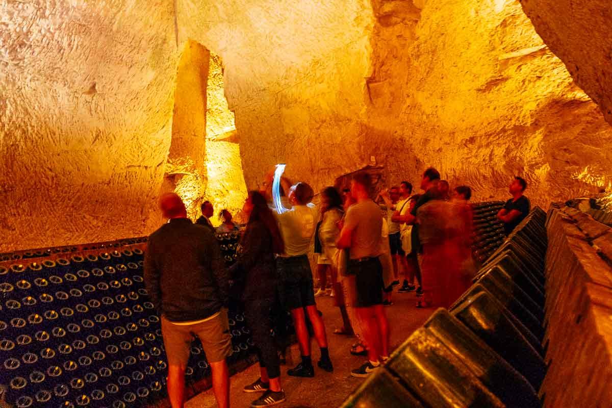 touring-champagne-cellar