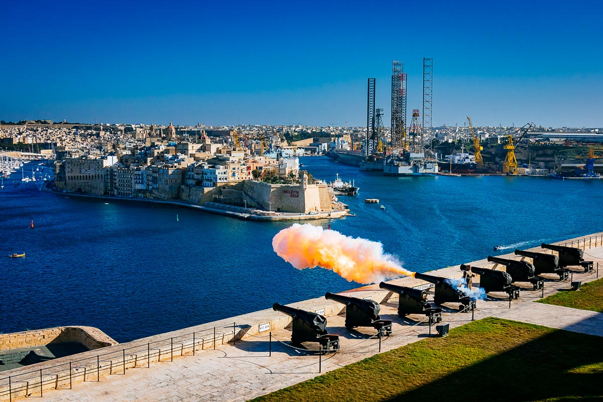 saluting-battery-upper-barrakka-gardens-valletta-malta-1200pxWide