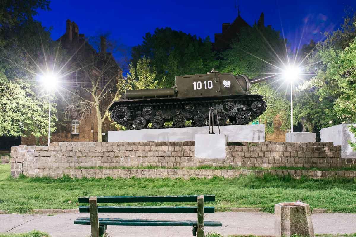 tank-monument-malbork