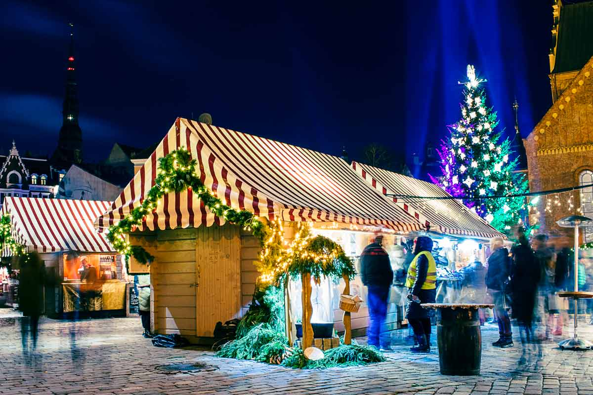 vendors-christmas-tree-riga-christmas-market-1200pxWide